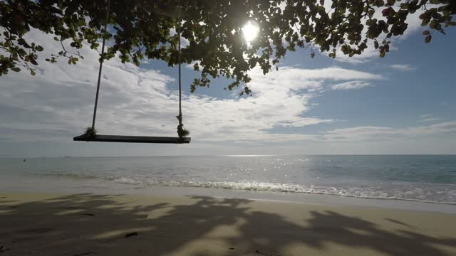4k-long-duration-footage-tropical-waves-and-swing-2min2-mov